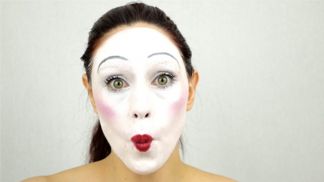 MSC blanc maquillage mime bisou