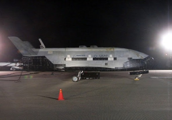 Boeing X-37B tras su aterrizaje en diciembre 2010