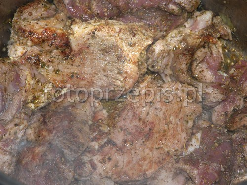 Ulubiona karkówka babci w pysznym sosie wieprzowina srednie polska obiad jednogarnkowe europejska danie glowne codzienne  przepis foto