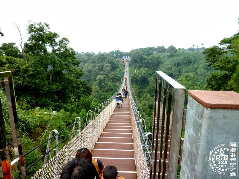 驚險的走完整個天空之橋後,都豁然開朗了起來。