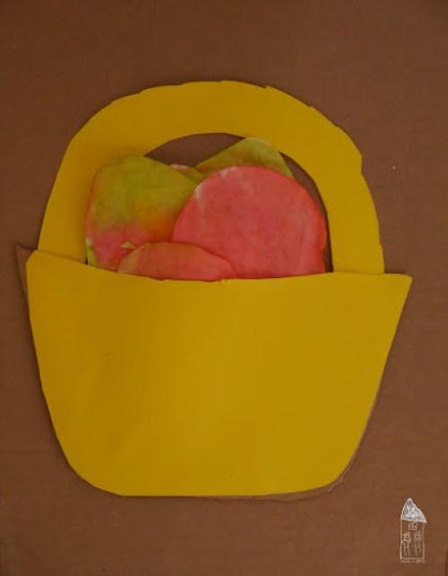 Košíček na velikonoční vajíčka z papíru