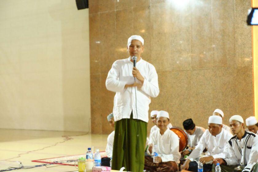Habib Novel bin Muhammad Alaydrus, Pengasuh Majelis Ar-Raudhah Solo.