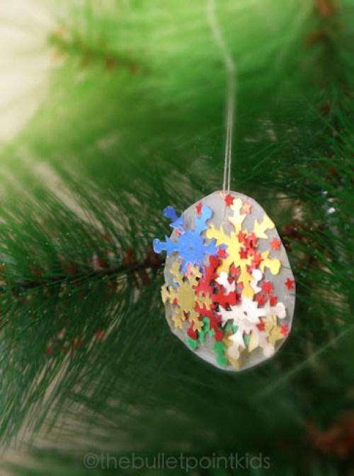 Doma vyrobené vánoční ozdoby