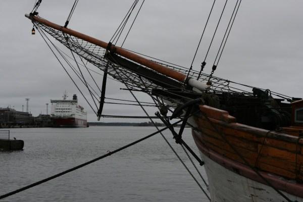 Große Schiffe in Häfen sind immer faszinierend.