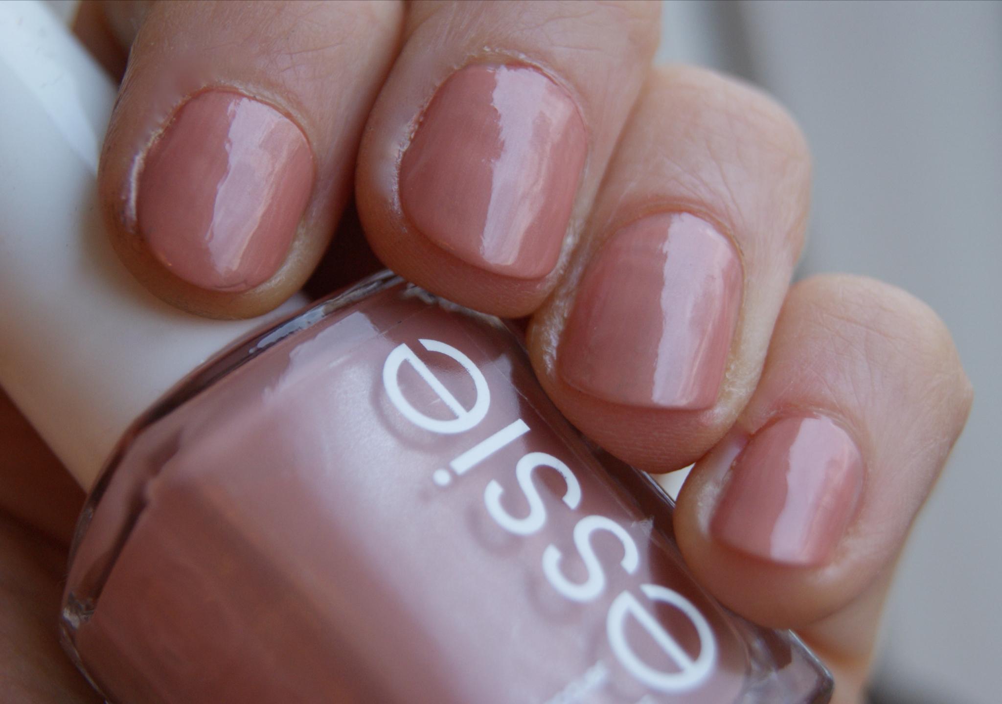 Essie Au Natural Nail Polish | Splendid Wedding Company