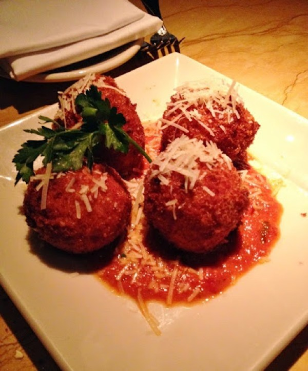 cheesecake factory - fried macaroni and cheese