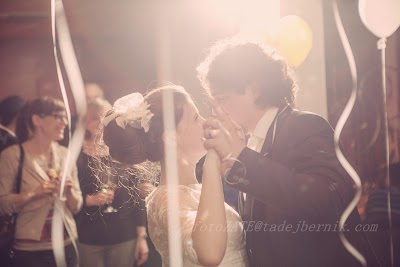porocni-fotograf-wedding-photographer-fotografiranje-poroke- slikanje-cena-bled-slovenia-ljubljana-bled-hochzeitsreportage-hochzeitsfotogra (24).JPG