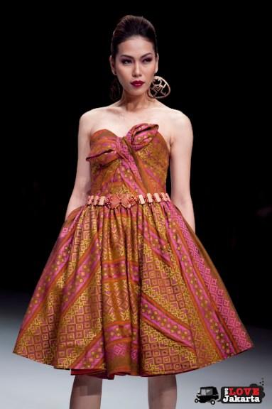 Thomas Sigar_Kain Pinawetengan Minahasa_Indonesia Fashion Week_2013_JCC_Jakarta