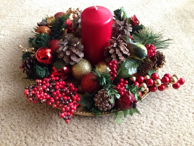 this is an easy idea of how to make a christmas centerpiece without spending a lot of money you just need a plate candle some christmas balls and - Do It Yourself Christmas