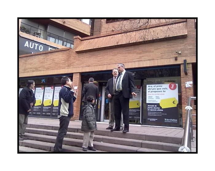 Vecinos de nou barris le aguan la venta de pisos embargados a la caixa prou especulaci - La caixa pisos en venta ...