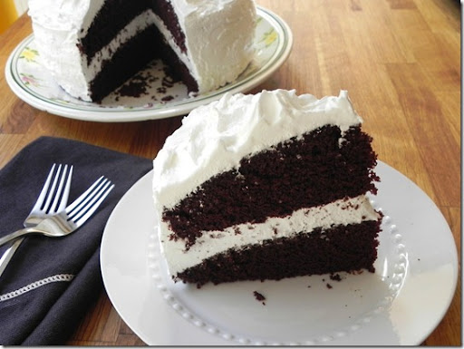 hershey's-perfectly-chocolate-cake-with-fluffy-white-icing-2