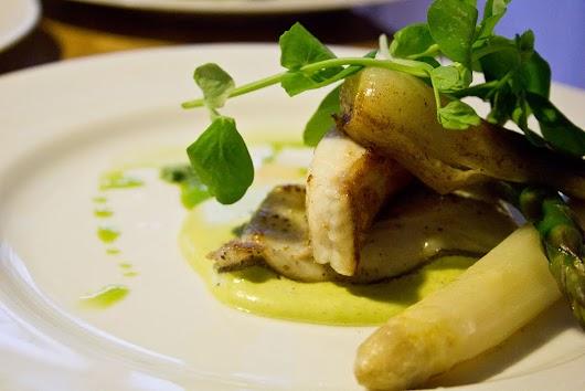 Luftig puré af asparges