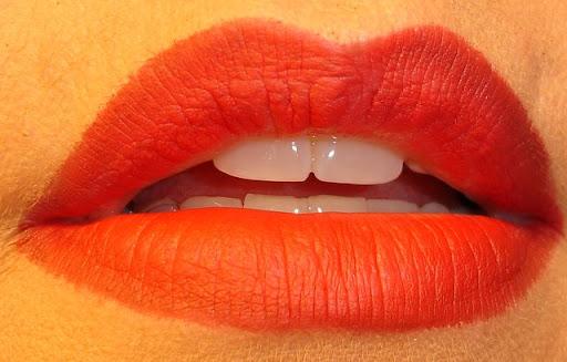 Benefit Cosmetics Gypsy lip liner and Elizabeth Arden Red 01