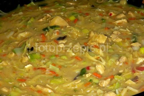 Tajska zupa curry zupy wykwintne srednie orientalna jednogarnkowe  przepis foto