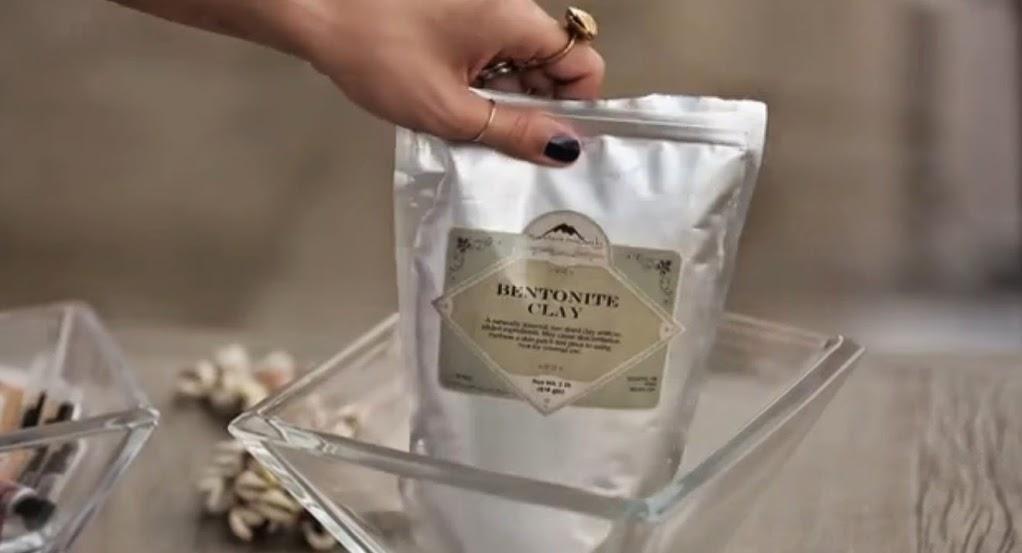 Argila Bentonita - Bentonite Clay da Yasmin Brunet
