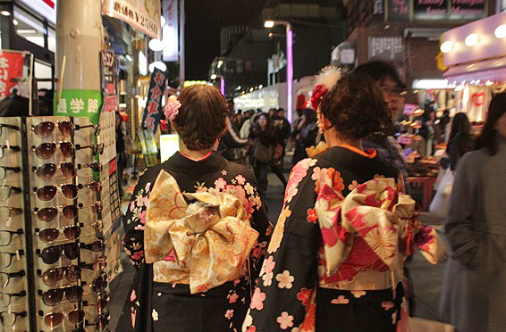 harajuku photos, idol shops, j-rock stores, where to buy j-rock posters in japan, must-see tokyo, tokyo fashion
