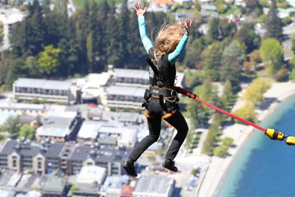 Falling over Queenstown, Ledge Bungy Queenstown