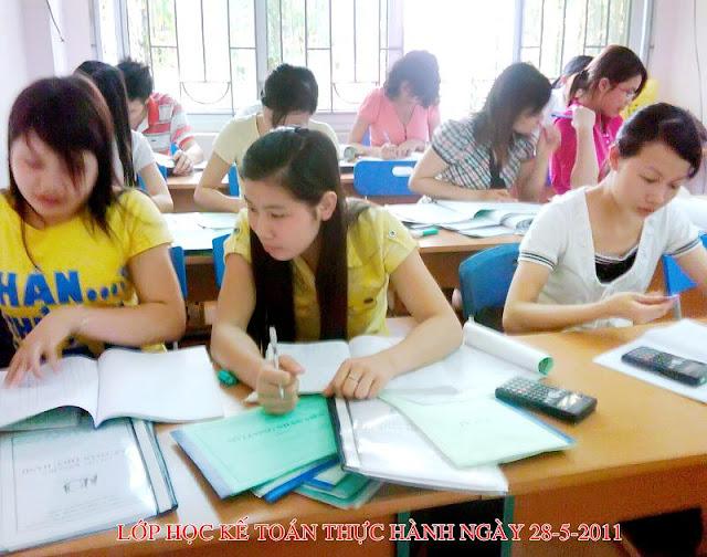 khóa học kế toán tài chính, học viên trong lớp học kế toán cơ bản tại tphcm, học viên trong khóa học kế toán thực tế tphcm