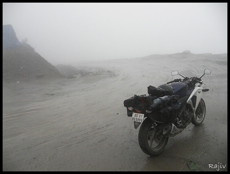 Hoda CBR on the foggy Rohtang la