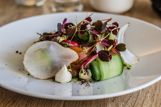 Hørøget laks og sprøde grøntsager - Frokost hos Lammefjordens Spisehus på Dragsholm Slot - Mikkel Bækgaards Madblog
