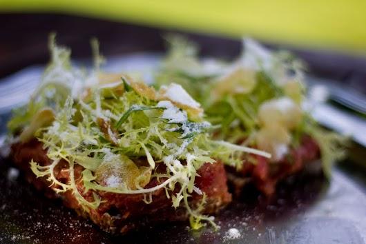 Tartar med kartoffelchips og eddikestøv