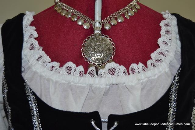 Blouse, corsage