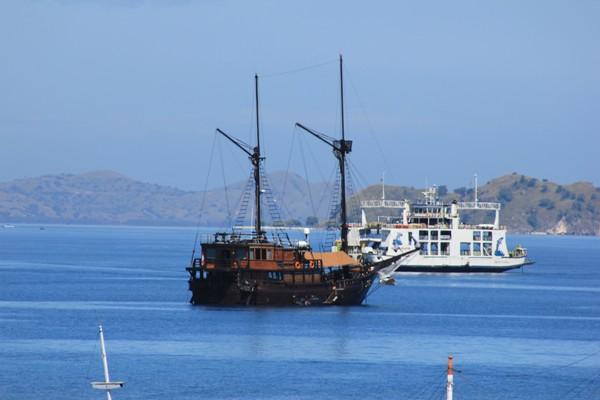 Kapal Menuju Pulau Komodo