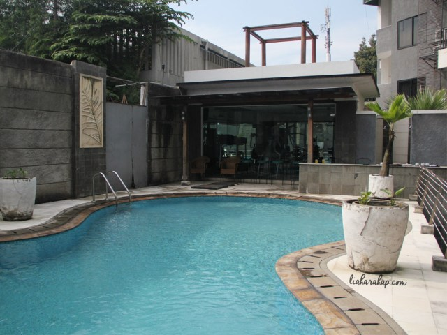 zenrooms-cilandak-swimming-pool
