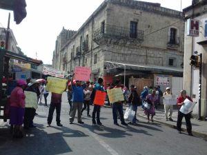 Defraudados por cajas de ahorro bloquean  calles del centro de la ciudad.