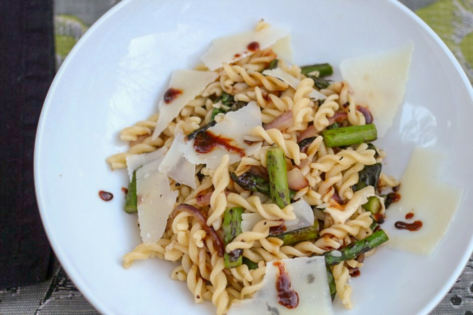 asparagus pasta with balsamic glaze