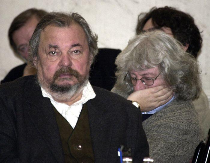 Lázár Ervin Esterházy Péter társaságában 2003-an (forrás: Petőfi Irodalmi Múzeum)