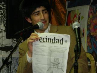 Nicolás Linares presenta el primer número del periódico del colectivo Poetas en Nueva York
