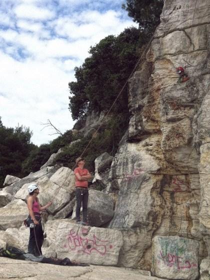 LIFEforFIVE-Kletterurlaub mit Kindern. Unsere 4-jährige Tochter beim klettern.