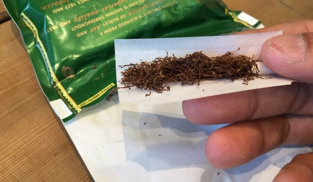 """煙草も鮮度が大事!手巻きたばこは""""吸う直前に巻く""""からこそおいしいと感じます。"""
