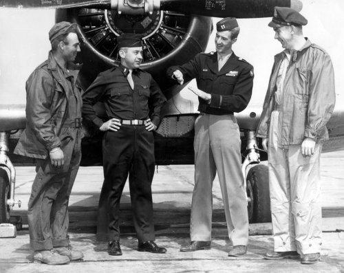 P47 Thunderbolt, 4 men