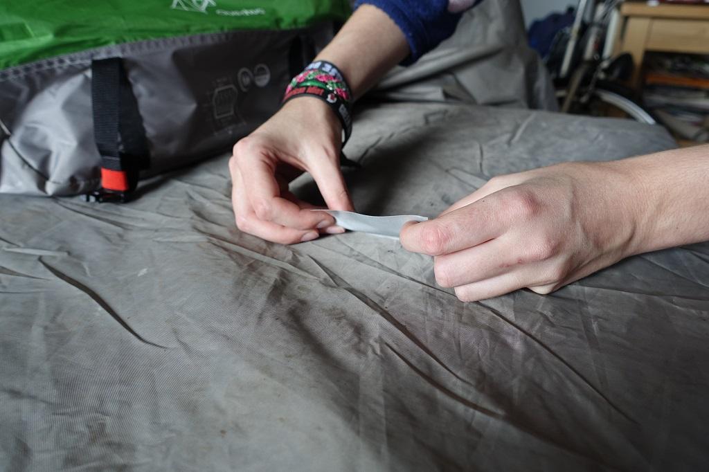 Tent reparatie - Plakken 2