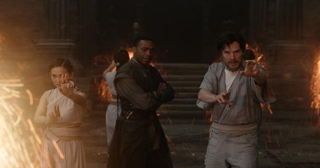 Mordo (Chiwetel Ejiofor) e Doctor Stephen Strange (Benedict Cumberbatch)