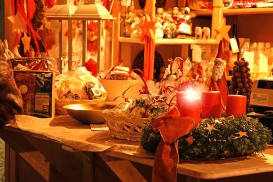 mercatini di natale 2016-una-bancarella-del-mercatino-della-val-sarentino