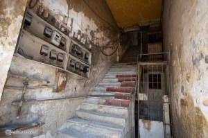 Стандартный подъезд дома в Гаване