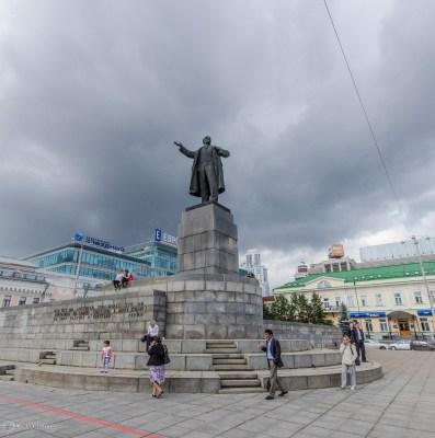 Памятник Ленину в центре Екатеринбурга