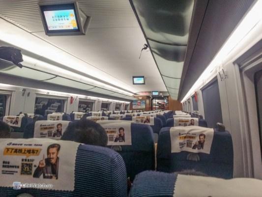 Внутри скоростного поезда