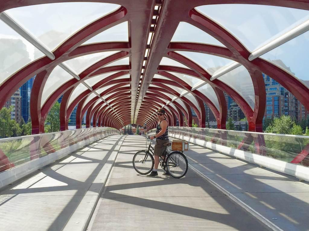 Calgary - Peace Bridge - Best Weekend Ever 48 Hours Tourism