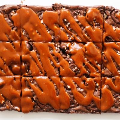 Brownie með piparmyntu kringlum og saltri karamellu