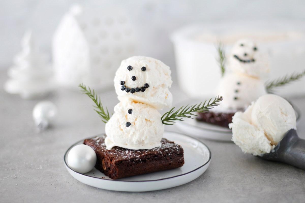 Volg brownie með vanilluís snjókalli
