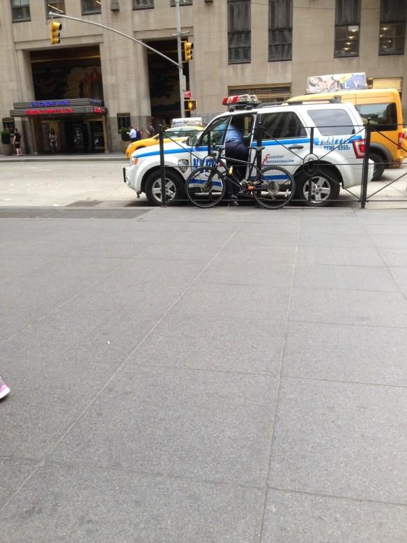 Politidame i New York 1