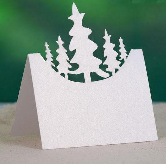 bordkort med juletrær hvit