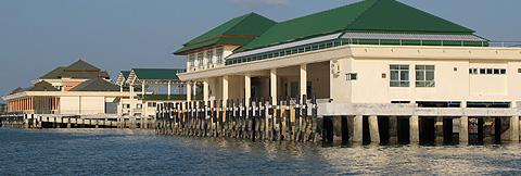 Pak Bara Pier fra sjøsiden