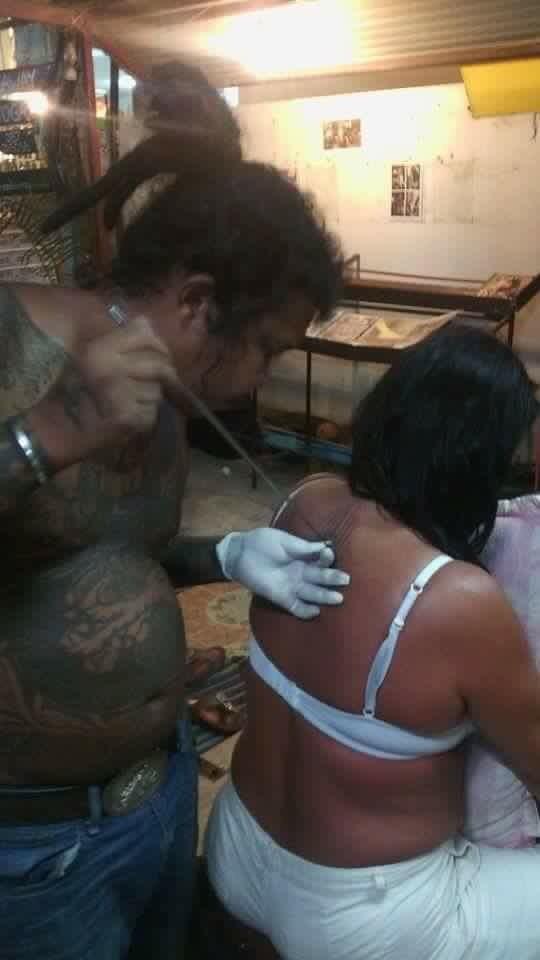 Tatovering Linda Koh Lipe Thailand underveis