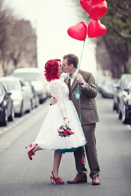 røde hjerteballonger par