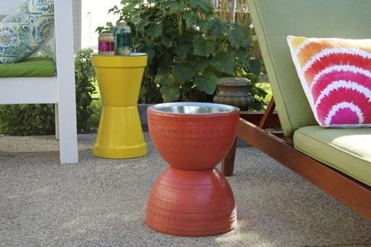 bord laget av terracotta potter